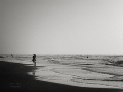 late afternoon at the sea (Le Xuan-Cung) Tags: autumn sea people blackandwhite bw holland water reflections relax nikon mood noiretblanc dream streetshots streetphotography wave atmosphere streetlife streetscene nb sw zandvoort noordholland lateafternoon polfilter nikoncoolpix5000 circularfilter atthesea polarisationfilter lightsanddarks motherandschild characterstudies livinginnetherland livinginzandvoort livinginholland