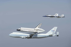 Endeavour Fly By LAX (shottwokill) Tags: nikon nasa shuttle lax nikkor flyby americanicon d800 endeavour f18s
