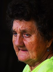 Margit nni (eLKayPics) Tags: old grandma portrait woman smile face closeup eyes gesicht hungary pentax alt auntie portrt aunt oma augen frau granny ungarn tante lcheln margit magyarorszag theface k7 falten nni elkaypics