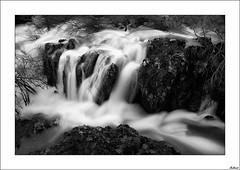 Corazn de piedra, piel de seda (V- strom) Tags: naturaleza luz agua nikon paisaje recuerdo seda roca blanconegro piedra largaexposicin