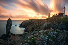 Saint-Mathieu (Tony N.) Tags: france finistre pointestmathieu phare lighthouse smaphore abbaye bretagne britanny mgalithe menhir poselongue longexposure sea mer plougonvelin sunset coucherdesoleil d810 nikkor1635f4 vanguard nd110 bw