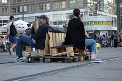 Alexanderplatz: Sitzgelegenheit auf Straenbahnschienen (Pascal Volk) Tags: berlin mitte berlinmitte alexanderplatz sonydscrx100 europoolpalette europalette eurpallet europallet epalpallet uraniaweltzeituhr