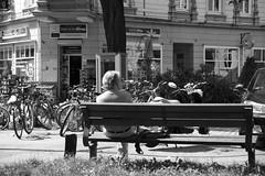 Hamburg  Eimsbttel. Eppendorfer Weg. (fipixx) Tags: alltag gesellschaft lebenswelt menschen leute strasse strassen strassenleben strassenszene outdoor everyday leisure living environment humans people street road streetscene urban urbanarte hamburg
