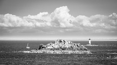 Pointe du Grouin Bretagne (Lasorigin) Tags: bteau cancalebretagne ciel nature ocan paysage rocher falaise soleil exterior extrieur far eau noirblanc nb blackwhite bw ocean boat water sky sunlight sun cloud rock cliff canon eos 100d lightroom 1835mm landscape horizon bretagne france