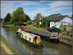 PERIDOT, Badsey`s Wharf (Jason 87030) Tags: oxfordcanal watrways canal canalside towpath pub cafe badseyswharf rugby hillmorton warwickshire leisure summer august austin 2016 truck van vehicle boats narrowboat boaters sky light sun water scene lovely view pint peridot