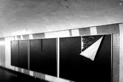 PARCELLE 16-000_479 (gyjishukke) Tags: mtro couloir paris affiche tag publicit vide iphoneography