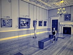 Courtauld Gallery, London (Snapshooter46) Tags: courtauldgallery london artgallery oilpaintings man woman people viewer bench sitting woodenfloor dualtone
