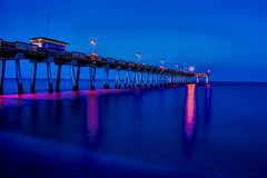View of the Venice Pier, Harbor Drive, Venice, Florida, U.S.A. (Jorge Marco Molina) Tags: brohardpark venicepier harbordrive veniceisland venice florida usa gulfofmexico sand ocean water nautical longexposure nikond7100 sunshinestate sarasotacounty dawn jorgemolina sharkteeth seascape