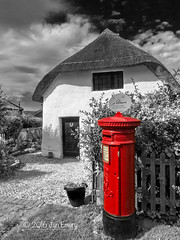 065/116 Postbox (Jamarem) Tags: skegness lincolnshire postbox thatched cottage infrared colour pop red 116picturesin2016 canonpowershotsx50hs churchfarmvillage