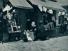 come and see  amsterdam volendam marken j 50, Volendam souvenirwinkeltje (janwillemsen) Tags: volendam folder 1950ies folklore