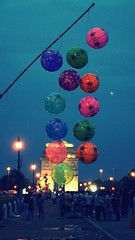 India Gate (himanshu_07) Tags: india gate night evening ballon color red blue air light outside star theme sony delhi capital ncr love people crowd human happiness