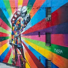 Kiss (mausgabe) Tags: park nyc building art wall 28105mmf3545d elevated kobra thehighline nikond800