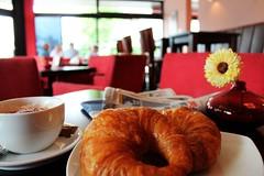 Filiale August-Bebel-Strae (meinGeschmack.de) Tags: caf croissant blume cappuchino ambiente rumlichkeiten