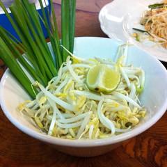 ผักสดหลากชนิด | Assorted Fresh Vegetables @ ก๋วยเตี๋ยวโป๊ะแตก ห้าแยกพ่อขุน | Guay Tiew Po Taek