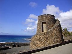 Costa Teguise (Irene Grassi (sun sand & sea)) Tags: sea mar spain day mare lanzarote canarias espana isla vulcano spagna isola passeggiata canarie pwpartlycloudy