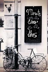 La Petite Planth - Valencia (Pachibro Portfolio) Tags: valencia bike canon eos spain market valenza mercato spagna teashop bicicletta t th 50d canoneos50d scattifotografici pasqualinobrodella pachibroportfolio pachibro