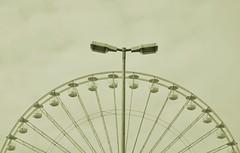 Spannungsbogen - Spänningsbåge (Scilla sinensis) Tags: lamp wheel ferris hannover oktoberfest electricity transfer suspense spannung spanning fotosondag fs120923