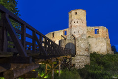 _DSC3704_n (fototaza) Tags: castle bishops night polska poland tower defense light siewierz zamek blue sky