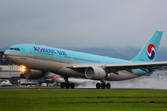 Korean Air 9920 (HL8228) (Fraser Murdoch) Tags: korean air south korea seoul glasgow international airport egpf gla rain wet spray runway 05 rotate ke kal 9920 airbus a330200 a332 332 330 heavy hl8228 aircraft aviation canon eos 650d transport fraser murdoch photography republic scottish
