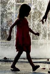 allez viens ! (b.four) Tags: fille girl ragazza antibes alpesmaritimes jetdeau sprinklingwater ruby3