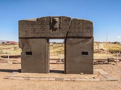 """Tiwanaku: la Porte du Soleil (pachamama, des femmes condors, des soleils entourés de la croix andine) <a style=""""margin-left:10px; font-size:0.8em;"""" href=""""http://www.flickr.com/photos/127723101@N04/28600819152/"""" target=""""_blank"""">@flickr</a>"""