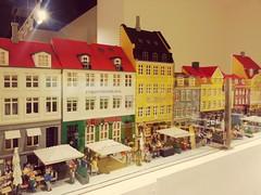 Reproduction de Nyhavn  la boutique Lego de Copenhague. (Romain Petit) Tags: nyhavn lego copenhague