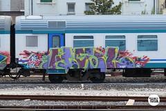 #stolenstuff #graffitiblog #check4stolen #flickr4stolen #instagraff #graffiti #hsl #running #diretto #benching #trainspotting (stolenstuff) Tags: instagram stolenstuff graffiti graffititrain benching