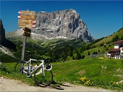 Bike riders Dream (Ostseetroll) Tags: geo:lat=4654970474 geo:lon=1180846576 geotagged grdnerjoch ita italien sdtirolaltoadige wolkenstein bike dream gardenapass southtyrol bicycle italy
