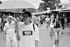 Happy with my umbrella (kabezuki) Tags: nikon d5200 asia street happy feliz nikkor 35mm bn bw bangkok thai thailand chatuchak mercado market 1989