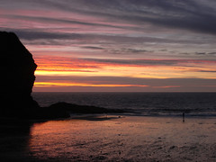 llangrannog (the incredible how (intermitten.t)) Tags: llangrannog ceredigion beach sand sea seaside sky sunset 20160824 7863