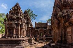 Banteay Srei 2 (bienve958) Tags: banteaysrei camboia siemreap camboya kh redsandstone khmerarchitecture yasodharapura arquitectura architecture khmerempire hindutemple shiva imperiojemer angkor ngc saariysqualitypictures yourbestoftoday