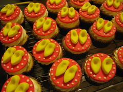 Sapatinho Minnie (Confetti & Cupcakes) Tags: cake bar spider cupcakes high mini confetti evento beb bolo casamento convite festa aniversrio ch aranha marmita drika homen monter personalizados novaes gostosos decorados