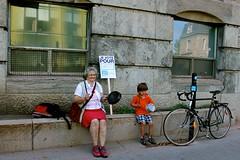 Je vote pour l'education gratuite (El Agujero) Tags: 22 education grandmother quebec montreal free agosto grandson nieto abuela strike greve 2012 marcha educacin gratuita gratuite