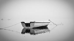 Niebla (MaRuXa fotografía) Tags: byn canon mar barca riasbaixas maruxa glici