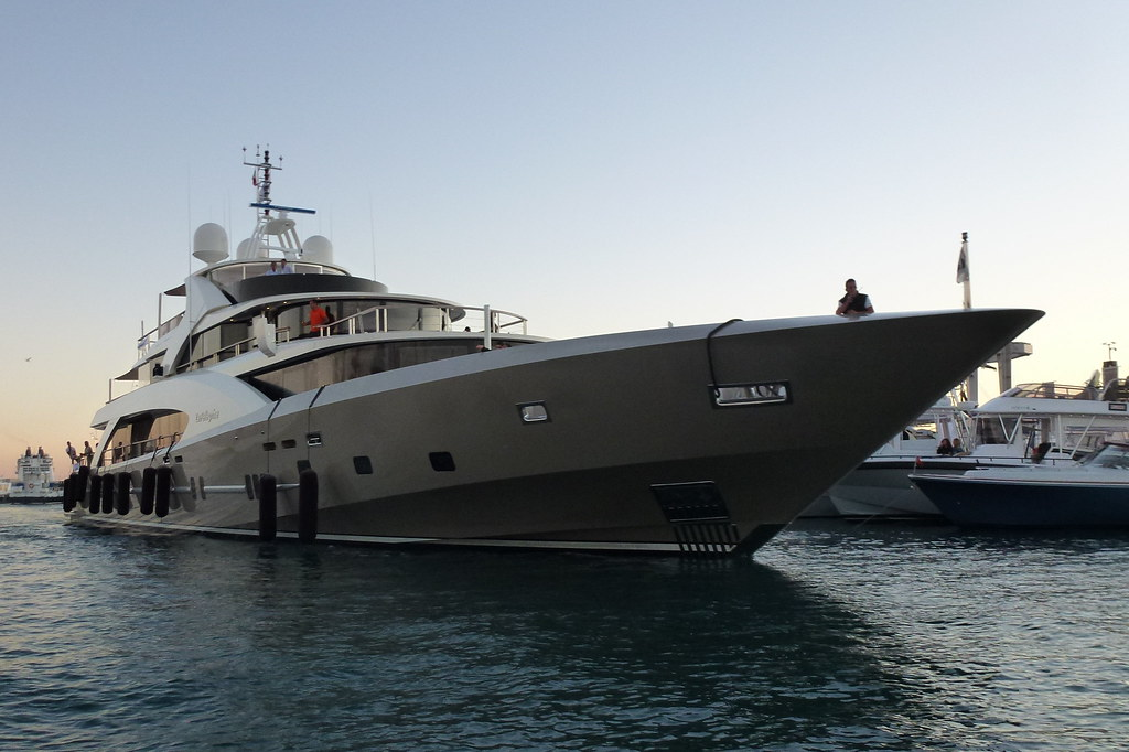 La Pellegrina (Couach Yachts 5000 Fly)