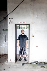 Autoritratto nel bagno sbagliato (Olio | www.rmpics.it) Tags: selfportrait concrete industrial strobist tamronspaf1750mmf28xrdiiildasphericalif canoneos450d canonspeedlite430exii yongnuospeedliteyn460ii