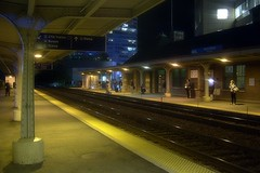 Metra Evanston Davis St. Station (Noctua Variegata) Tags: station night train illinois waiting tracks samsung commute unionpacific metra evanston davis northline kenox s630
