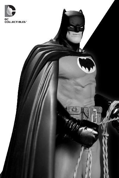 終極經典的蝙蝠俠黑白雕像再度現身