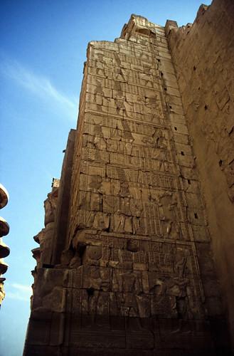 "Ägypten 1999 (291) Karnak-Tempel: 2.Pylon • <a style=""font-size:0.8em;"" href=""http://www.flickr.com/photos/69570948@N04/28622909101/"" target=""_blank"">View on Flickr</a>"