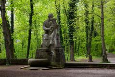 Statue au bout de la Platanenallee le long du Neckar (ichael C.) Tags: vacances allemagne visite tourisme statue au bout de la platanenallee le long du neckar tbingen ville