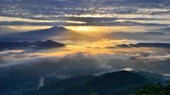 ~~  Sunrise Ray above clouds (Shang-fu Dai) Tags:  taiwan  clouds nikon d800e afs1635mmf4 sky   sunrise landscape formosa nantou