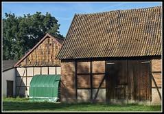 L8002978  -  Old Barn (Max-Friedrich) Tags: leica leicam8 summarit 50mm leitz outdoor gebäude architektur dach
