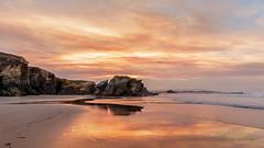 Las puestas de sol son tan hermosas que parece casi como si estuviramos mirando a travs de las puertas del cielo. (John Lubbock) (J.L.Villar) Tags: roja atradecer playa costa mar paisaje amanecer jlvillr asturias espaa