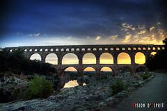Le pont du Gard (Vision d'Esprit) Tags: bridge soleil pont pontdugard romain contrejour gard lever leverdesoleil antiquit romanbridge gardbridge
