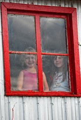 Visit at the farm (Robert Benoit (Bob Tour)) Tags: window kids interesting nikon farm enfants ferme charlevoix fenetre awesomeshot sthilarion nikongallery nikond80 amazingamateur robertbenoitphotographie
