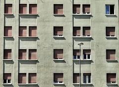 Di 28 una guarda (enki22) Tags: people urban architecture architettura aosta enki22