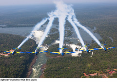 Passagem da Esquadrilha da Fumaça pelas Cataratas do Iguaçu (Força Aérea Brasileira - Página Oficial) Tags: brazil fab df bra cataratas passagem brasilia eda esquadrilhadafumaca forcaaereabrasileira fotosilvalopes