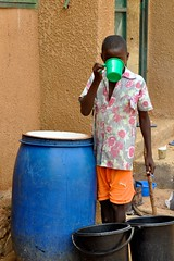 Soif (Oxfam Intermn Elche) Tags: niger eau maisons saga assistance floods oxfam humanitarian ong ngo afrique sahel rainyseason niamey inondations garcon ecole champsagricoles deplaces sinistres saisondepluie