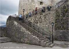 Escales per entrar a la fortalesa Hohensalzburg.  (Salzburg - Sussa) (Antoni Gallart i Vilarrasa) Tags: d800 salzburgo salzburg austria fortress fortalesa fortaleza castell castillo castle escala escalera stairs streetlights farolas fanals