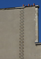 Escalier de secours - Fire Escape, Paris (blafond) Tags: paris france escalierdesecours fireescape stairwaytoheaven cielbleu bluesky mur wall